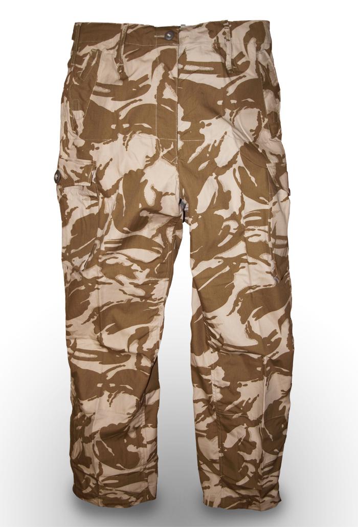 Vojaške hlače proti navadnim