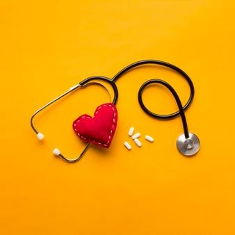 Defibrilator srčni spodbujevalnik na različnih točkah v mestu