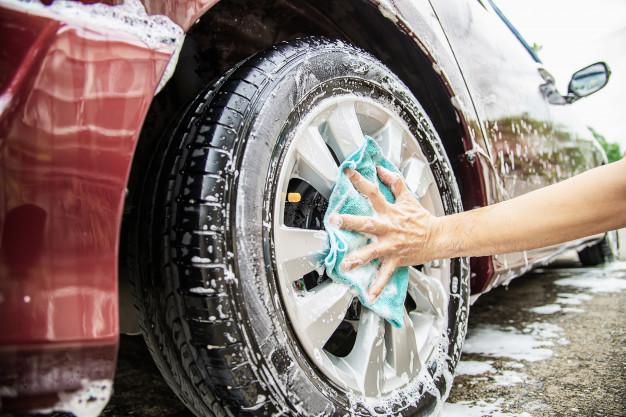 Poliranje avtomobila za obnovo površinskega laka