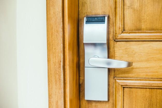 Kakšna so vhodna varnostna vrata?
